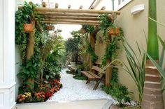 Belo jardim, aproveitando pequenos espaços.