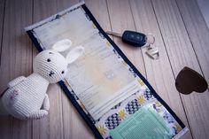 La pochette de la conductrice. Tutoriel de couture gratuit pour réaliser une jolie pochette destinée à contenir carte grise et papiers d'assurance.