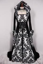 Stunning medieval dress with hood in black and white