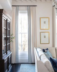 super ideas for living room white classic window Living Room White, Living Room Windows, White Rooms, Cozy Living Rooms, New Living Room, Living Room Interior, White Bedroom, Rideaux Design, Classic Curtains