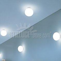 Leucos Sphera lampada da parete e plafoniera. Diffusore in vetro soffiato satinato bianco e struttura in metallo bianco.
