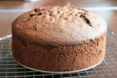 Tortaburkolás marcipánnal / fondanttal – rész: A torta előkészítése Banana Bread, Fondant, Muffin, Breakfast, Cake, Sweet, Food, Morning Coffee, Candy