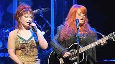Wynonna Judd and Naomi Judd perform at the Franklin Theater on October 2011 for a fund raiser for the Franklin Theater. Country Music Videos, Country Music Stars, Country Songs, Country Female Singers, Country Music Singers, Music Like, My Music, Reggae Music, Celebrity Weddings