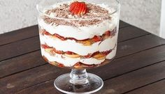 This Strawberry Tiramisu Trifle is a classic dessert that gets a berry twist with lots of strawberries, chocolate and a fabulous mascarpone cream. Bolo Tiramisu, Tiramisu Trifle, Strawberry Tiramisu, Trifle Desserts, Delicious Desserts, Raspberry Trifle, Strawberry Picking, Receita Trifle, Triffle Recipe