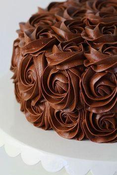 Icing Recipe, Frosting Recipes, Cake Recipes, Buttercream Recipe, Chocolate Buttercream Frosting, Cake Icing, Fluffy Frosting, Buttercream Roses, Amazing Chocolate Cake Recipe