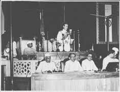 Mountbatten_addressing_the_Independence_Day_session_of_the_Constituent_Assembly_on_Aug_15,_1947.jpg