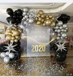 Balloon Backdrop, Balloon Columns, Balloon Decorations Party, Birthday Party Decorations, Graduation Party Themes, Grad Parties, Balloon Gift, Backdrops For Parties, Birthday Balloons