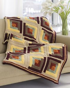 Make your home nice and cozy with tons of crochet afghans. You can learn how to make easy crochet afghans with these free crochet afghan patterns that will brighten up every room in your house. Crochet Afghans, Motifs Afghans, Crochet Quilt Pattern, Bonnet Crochet, Afghan Crochet Patterns, Crochet Squares, Quilt Patterns, Knitting Patterns, Crochet Blankets