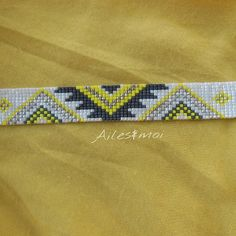 Tu as raison @jihanecorettascott les couleurs se marient très bien! #ailesetmoi #manchettepocahontas #perles #miyuki #miyukiaddict #jenfiledesperlesetjassume #tissage #jaune #pearls #jewels #bracelet