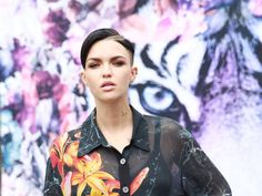 Ruby Rose's fans are 'disgusted' over her picture with Floyd Mayweather http://ind.pn/1MrXlrz