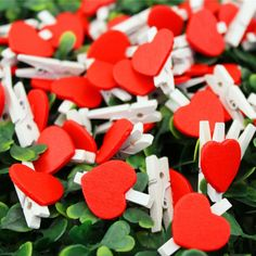 Warm your loved one's heart with a clipped on note to brighten their day. #green #ecofriendly #healthyplanet #environment #gifts #lifestyle #greenhome #gogreen #ourplanet Paper Clothes, Clothes Pegs, Bachelorette Party Decorations, Diy Party Decorations, Wooden Hearts, Diy Photo, Wooden Diy, Creative Crafts, Handicraft