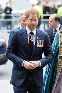 Prince Harry Photos - Prince Harry attends the ANZAC Day service at Westminster Abbey on April 25, 2016 in London, England. - Prince Harry Attends ANZAC Day Service