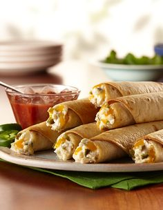 Cheesy Jalapeño Popper Taquitos are the best way to use leftover chicken and a great Labor Day appetizer. Mexican Food Recipes, Vegetarian Recipes, Cooking Recipes, Tortilla Recipes, Appetizer Recipes, Appetizers, Recipes Dinner, Yummy Recipes, Keto Recipes