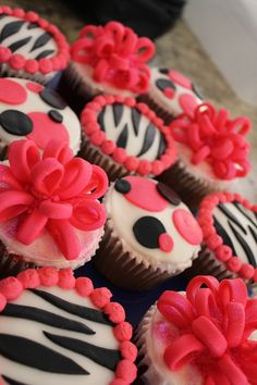 Matching cupcakes for the Sweet 16 cake. Zebra Cupcakes, Dot Cupcakes, pink and black, fondant bow cupcakes.