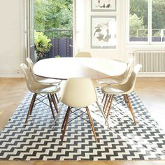 dining table & chairs w chevron rug (of course!)