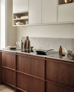 Cheap Home Decor Simple but warm kitchen.Cheap Home Decor Simple but warm kitchen. Swedish Kitchen, Nordic Kitchen, Warm Kitchen, Home Decor Kitchen, Kitchen Interior, Home Kitchens, Kitchen Dining, Kitchen Cabinets, Wooden Kitchens