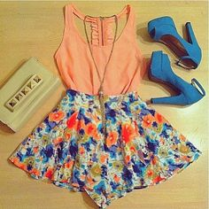 Coral tank with a floral skater skirt, blue heels and a gold necklace - Absolutely beautiful outfit, perfect for casual or formal wear Look Fashion, Teen Fashion, Fashion Outfits, Grunge Outfits, Fasion, Womens Fashion, Fashion Ideas, Grunge Dress, Fashion Images