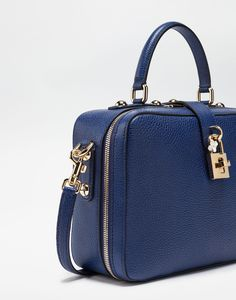 Explore the drummed calfskin Dolce soft handbag for women in black. Enter in the Dolce&Gabbana universe. Versace Handbags, Black Handbags, Backpack Purse, Crossbody Bag, Hermes Kelly, Purses, Shoe Bag, Wishful Thinking, Leather