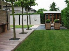 Moderne tuin met strakke lijnen.