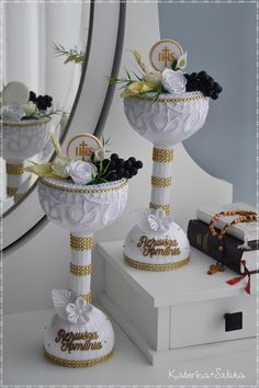 Best 12 How to Make Paper Mache Vases from Balloons Communion Centerpieces, First Communion Decorations, First Communion Favors, First Holy Communion, Making Paper Mache, Baptism Candle, Ribbon Work, How To Make Paper, Holidays And Events