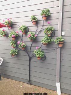 39 Cheap and Simple DIY Garden Ideas Anyone Can Make .- 39 Günstige und einfache DIY-Gartenideen, die jeder machen kann – 39 cheap and easy DIY garden ideas that anyone can make - Unique Garden, Diy Garden, Garden Projects, Wooden Garden, Easy Projects, Garden Art, Spring Garden, Backyard Projects, Garden Crafts