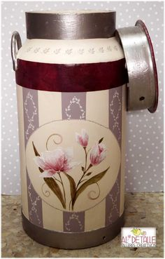 Lechera decorada Tole Painting, Diy Painting, Painted Milk Cans, Old Milk Cans, Pots, Altered Tins, Country Paintings, Country Decor, Diy And Crafts