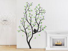 Zweifarbiger Wandtattoo Baum mit Eichhörnchen.
