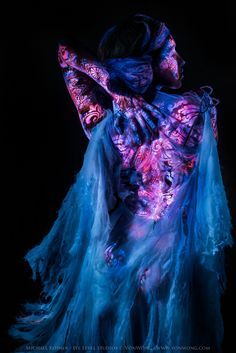 Photography by Ben Von Wong and UV painting by Michael Rosner. - Photography by Ben Von Wong and UV painting by Michael Rosner. Uv Photography, Surrealism Photography, Photography And Videography, Abstract Photography, Benjamin Von Wong, Neon Moon, Uv Black Light, Famous Photographers, Fotografia