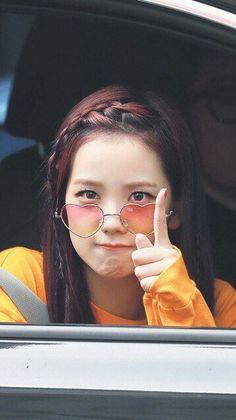 Who is Jisoo from Blackpink? Korean singer Jisoo is one of the lead singers in K-Pop band, Blackpink. Blackpink Jisoo, K Pop, Mode Kpop, Oppa Gangnam Style, Black Pink Kpop, Black Girls, Chica Cool, Blackpink Members, Blackpink Photos