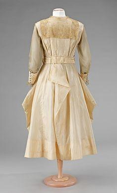 Evening dress Date: Culture: American Medium: silk 1900s Fashion, Edwardian Fashion, Vintage Fashion, Vintage Style, Vintage Gowns, Vintage Outfits, Vintage Clothing, Edwardian Gowns, Old Dresses