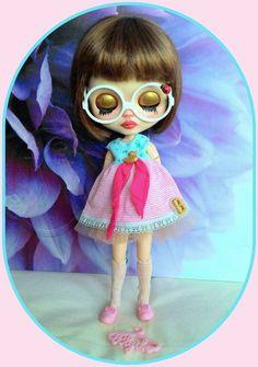 Cute 5 pieces Blythe outfit* dress* shoe* eyeglasses* sock* dress hanger*