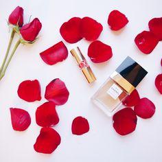 Flatlay: lipstick + perfume + roses