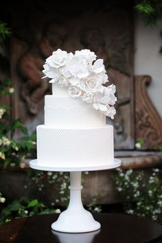 white wedding cake  Photo at right by: Cory McCune Photography on Wedding Chicks via Lover.ly