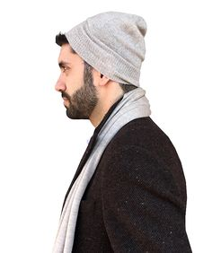 Mens cashmere scarf…are you looking for a great birthday gift to give your father? Beanie Outfit, Short Scarves, Mens Cashmere Scarf, Professional Wear, Scarf Dress, How To Wear Scarves, Elegant Outfit, Light Jacket, Winter Wear