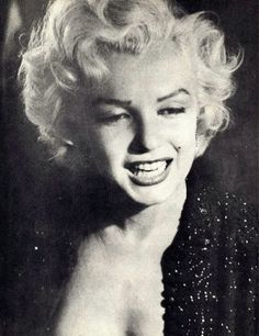 """Marilyn Monroe at the Redbook Magazine Awards where she won """"Best Young Box Office Personality"""", Marilyn Monroe Life, Marilyn Monroe Photos, Jerry Lewis, Dean Martin, The Martin, Angelina Jolie, John Clark, It's All Happening, Red Books"""