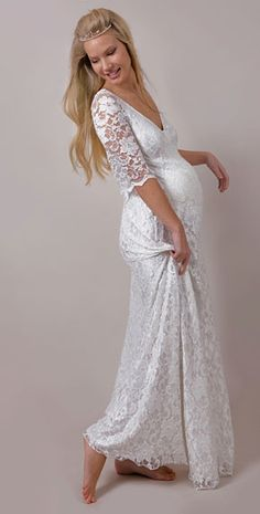 d798909a63f7 A sweet lace wedding dress for the bride with a belly. A little bit bohemian