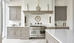 This contemporary shaker kitchen is the perfect addition to any modern kitchen space, featuring stunning grey island and bespoke storage solutions.