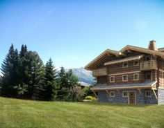 Want to buy a beautiful house in Switzerland? If you are looking to own of a beautiful property & avail the best Verbier real estate offers, contact now! Real Estate Agency, Winter Holidays, Switzerland, Beautiful Homes, Vacation, Mansions, House Styles, House Of Beauty, Vacations