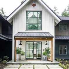 amazing Exterior Decor Ideas What an incredible modern farmhouse design! Architecture: Interior Design: Construction: 📷: for Thank you @ audreycrispinteriors for this amazing picture Modern Farmhouse Design, Modern Farmhouse Exterior, Modern Cottage, Rustic Exterior, Farmhouse Windows, Cozy Cottage, Future House, My House, Open House