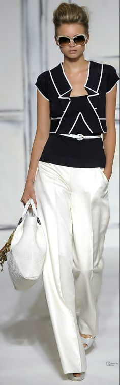 Love this Oscar de la Renta outfit.  Geometric and/or soft separates are wonderful.
