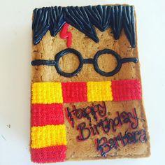 Harry Potter cookie cake! Yaasssss #hayleycakesandcookies #decoratoranna…