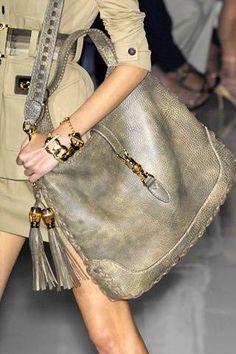 Los maxi bolsos siguen marcando la tendencia este otoño...