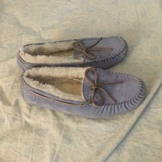 Ugg Dakota Slippers! Beautiful Color and No Flaws! Only worn a handful of times. UGG Shoes Moccasins