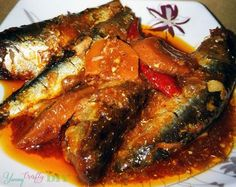 Cooking this Slow Cooker Sardines in Tomato Sauce is something you can literally leave and forget since it's all up to the the Slow cooker to do the rest. Filipino Recipes, Tomato Sauce, I Love Food, Family Meals, Slow Cooker, Pork, Forget, Rest, Yummy Food