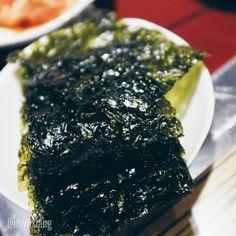 什麼東西黑黑的那麼好吃?! It's seaweed!