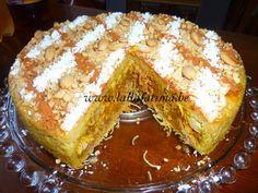 Pastilla au poulet et amandes sans brick Morrocan Food, Moroccan Style, Proche Orient, Spicy Recipes, Cake Recipes, Recherche Google, Mediterranean Diet, French Toast, Simple Cakes
