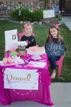 Glitter Stand | Give us 12 | Unravel Pediatric Cancer