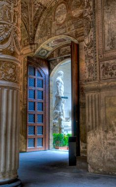 Inside the Palazzo Vecchio, looking out at Michelangelo's David in Firenze