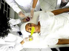 São oferecidos serviços de massagem, drenagem linfática, corte e escova capilar