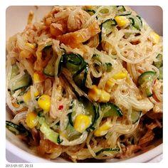 付け合わせメインは春雨サラダ。 春雨サラダだけでごはん食べれるくらいには好きー。 - 5件のもぐもぐ - クラゲ入り春雨サラダ by nnaassuu